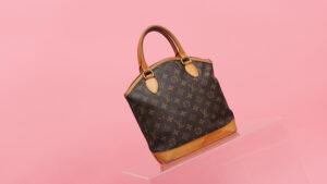 Bolsa da Marca Louis Vuitton em fundo rosa